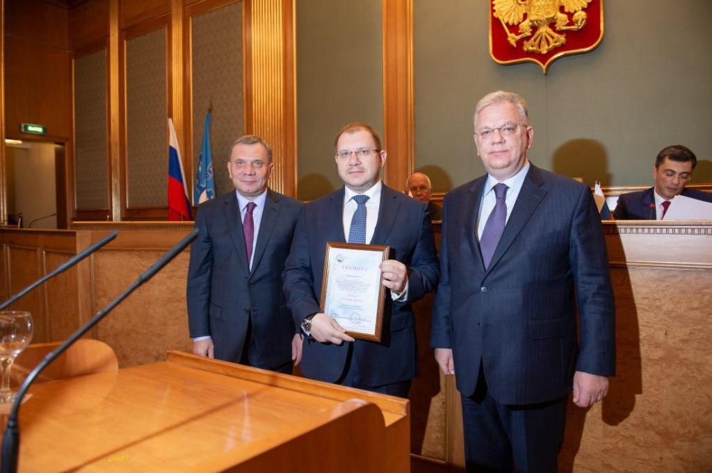 Гендиректора медцентра имени Бурназяна в Щукине наградили