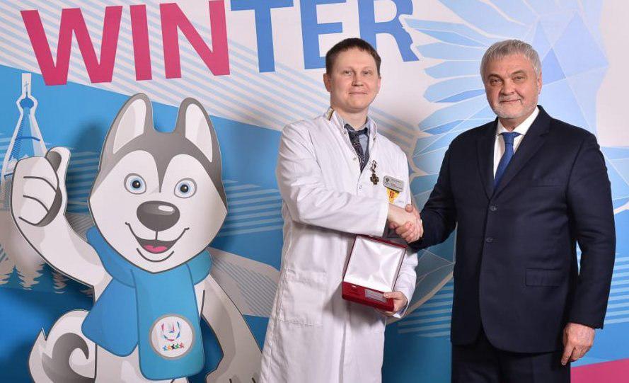 Сотрудник медцентра имени Бурназяна в Щукине получил знак отличия