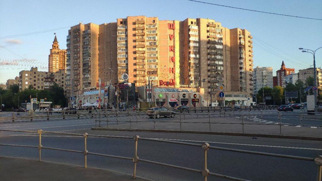 Остановку наземного транспорта в Щукине очистили от граффити