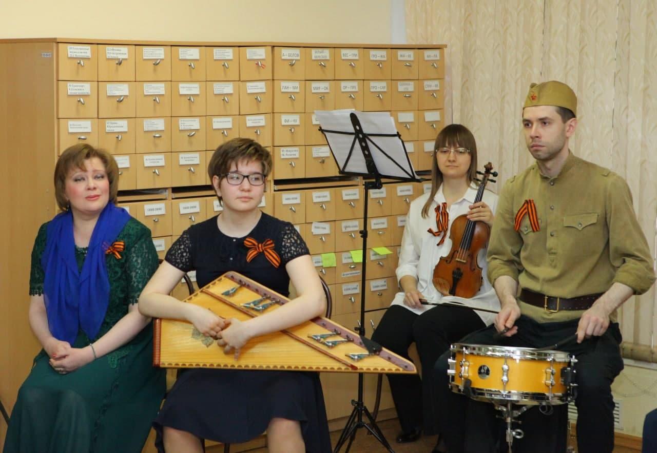 В библиотеке №246 прошла музыкальная программа «А на войне, как на войне»